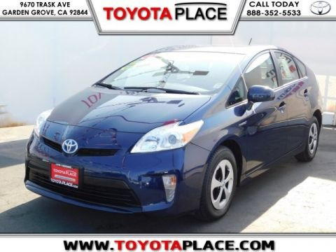 Pre-Owned 2013 Toyota Prius Two FWD 5D Hatchback